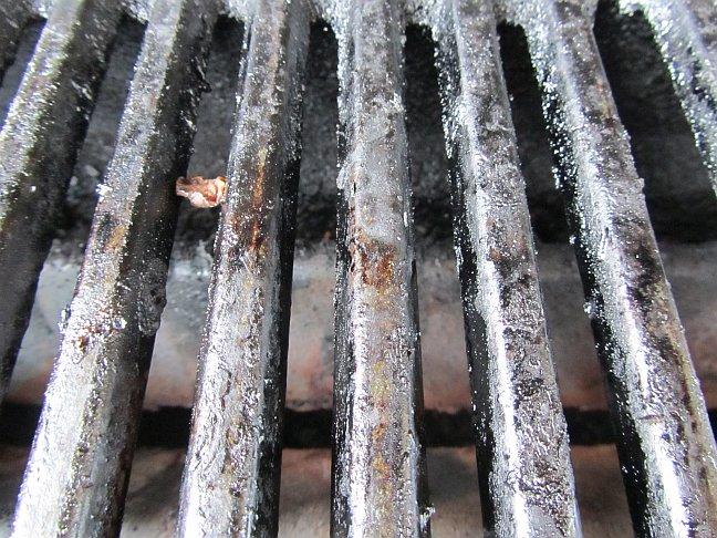 Weber Elektrogrill Rost Reinigen : Wie bekomme ich meinen grillrost wieder richtig sauber drei