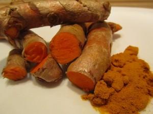 Bio Kurkuma frisch oder als Pulver ist sehr gesund wirkt es aber auch vorbeugend gegen Krebs und Alzheimer