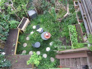 Ein kleiner Garten ist kein Hindernis für den Eigenanbau von Lebensmitteln und einer gute Teil Selbstversorgung