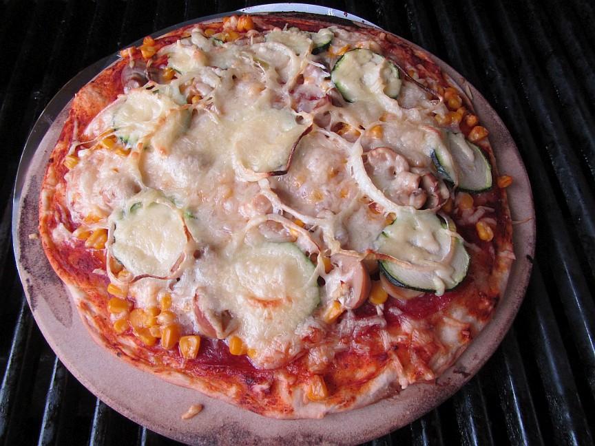 pizza lieber selbst machen liefern lassen oder ins restaurant gehen ist pizza berhaupt. Black Bedroom Furniture Sets. Home Design Ideas