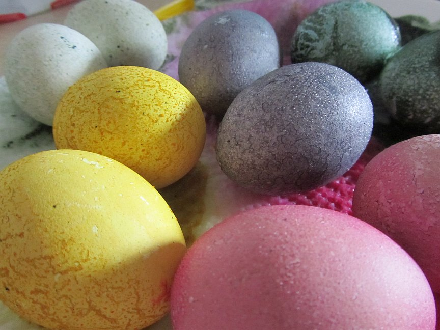 Ostereier natürlich färben und bemalen, statt zu bedenklichen ...