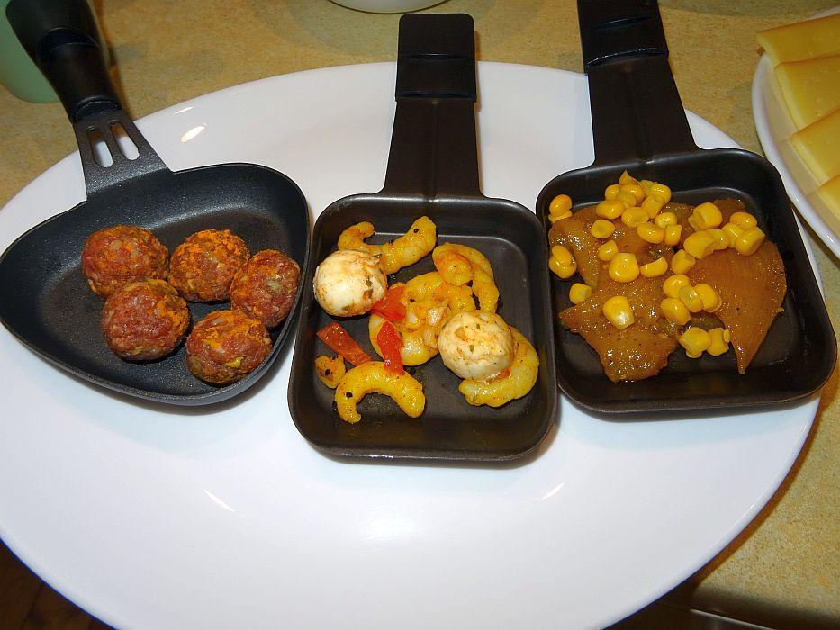 Verschiedene hochwertige Raclette-Zutaten