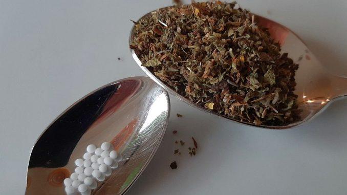 Pflanzliche nachweisbare Wirkstoffe vs. homöopathische Mittel
