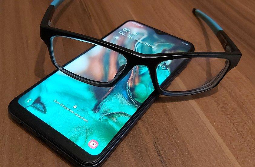 Besser schlafen mit einer Blaulichtfilter Brille?